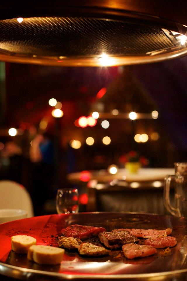 Teppanyaki Grillvergnügen im rustikalen Gewölbekeller